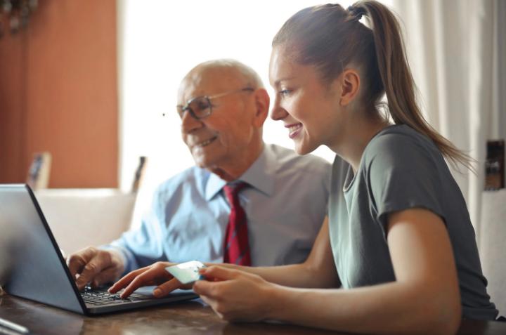 Възрастните хора също могат да се възползват от икономиката на споделянето